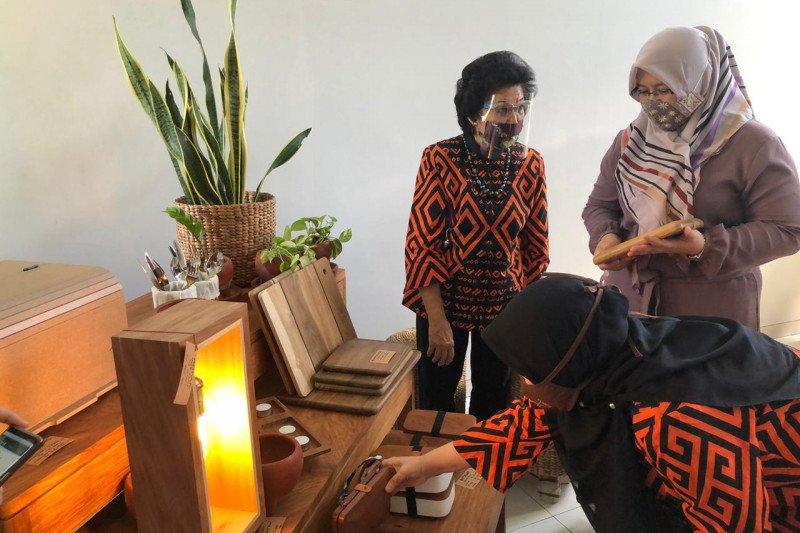 Dekranasda Makassar ikutkan kerajinan enceng gondok di pameran Inacraft