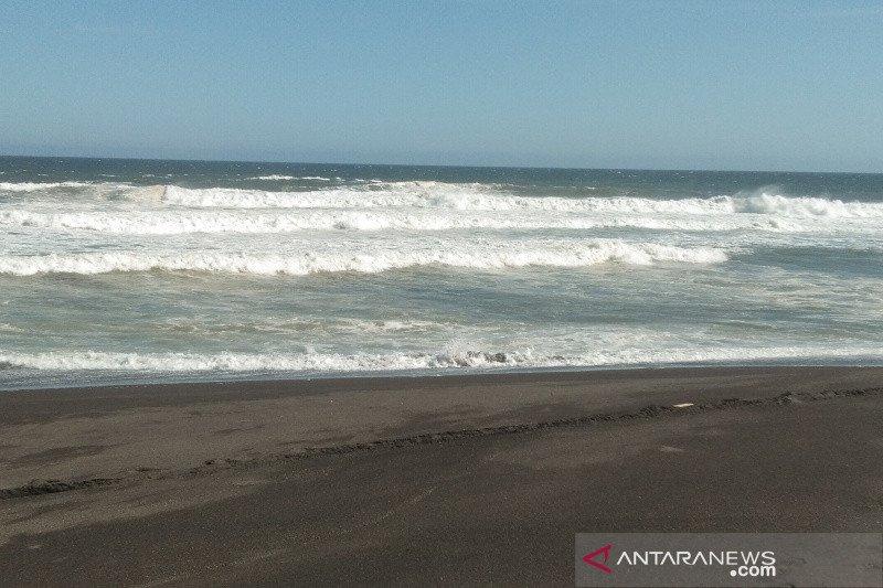 Kapolres Bantul imbau wisatawan pantai mewaspadai gelombang tinggi