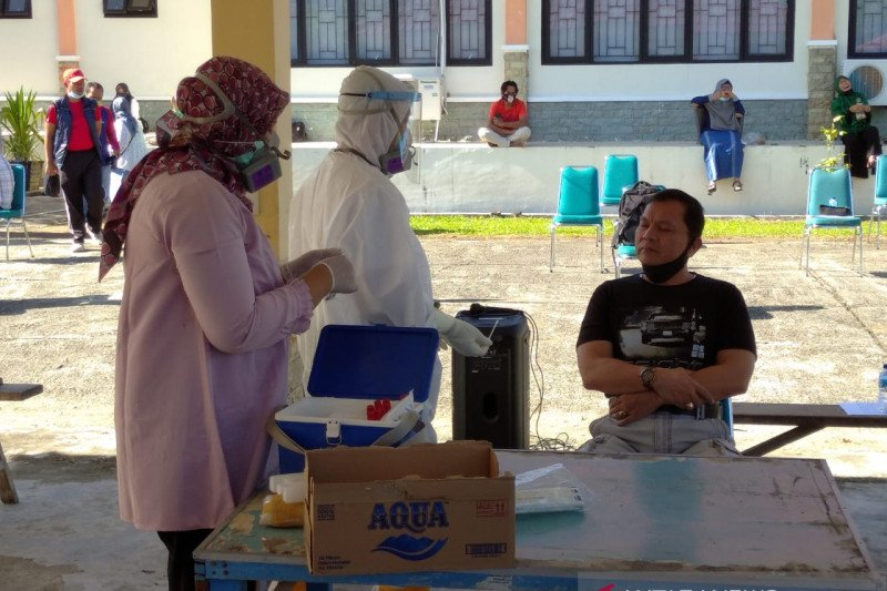 Besok, ratusan warga Pasaman Barat jalani tes usap akibat kontak dengan pasien positif