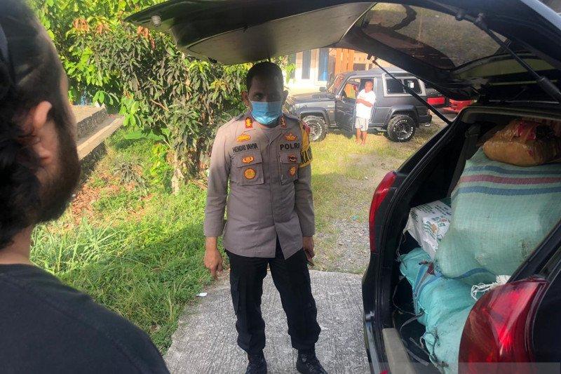 Mobil minibus bawa ganja 102 kg terlibat kecelakaan, dua pelaku dibekuk polisi dan barang bukti diamankan