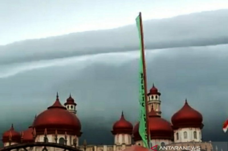 Awan hitam di langit Aceh Barat viral di medsos
