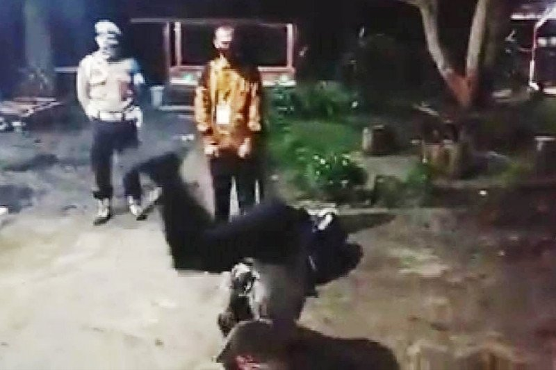 Kapolsek Maliku jungkir balik kegirangan warganya diterima jadi polisi