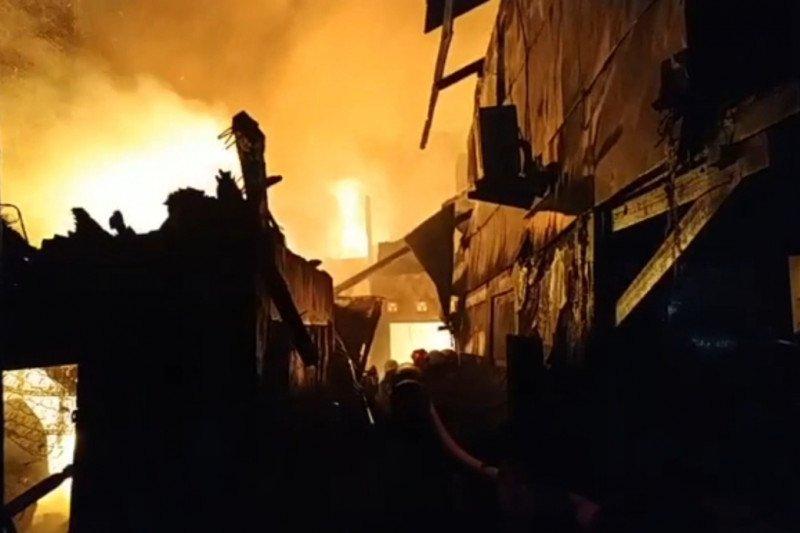 Ratusan warga kehilangan rumah karena kebakaran