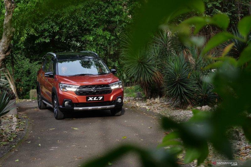Suzuki XL7 bersama tipe dan warna favorit konsumen