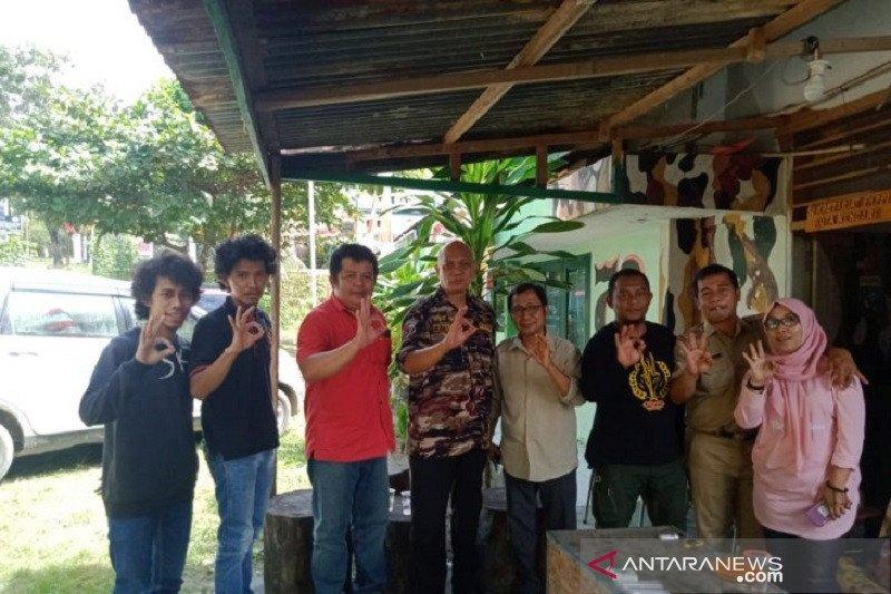 FKPPI Kendari gandeng komunitas penyelam kibarkan Merah Putih di bawah laut