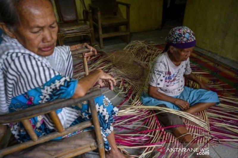Pemberdayaan perempuan lansia di tengah pandemi