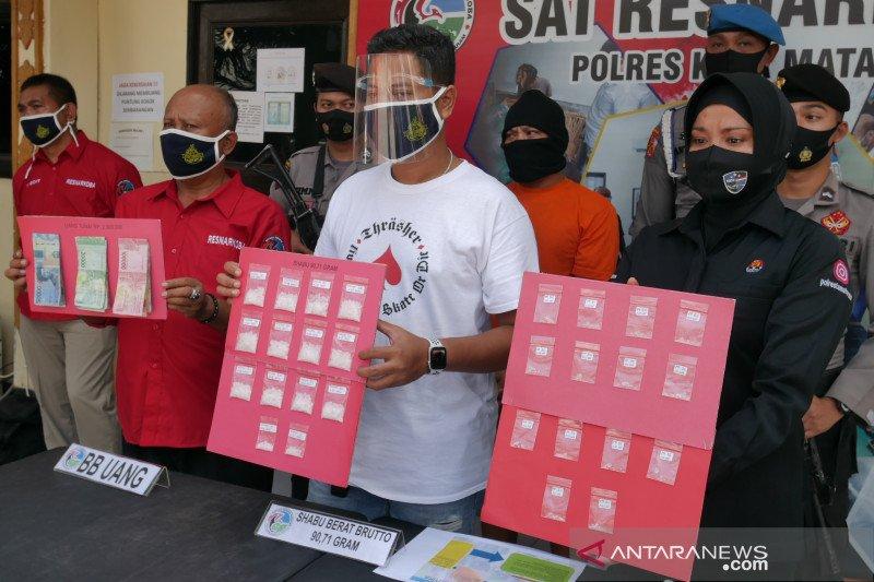 Polisi membongkar peredaran narkoba terselubung di pabrik jajanan pasar