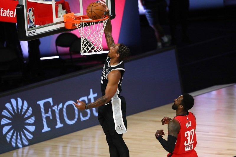 San Antonio Spurs jaga asa playoff usai kalahkan Rockets 123-105