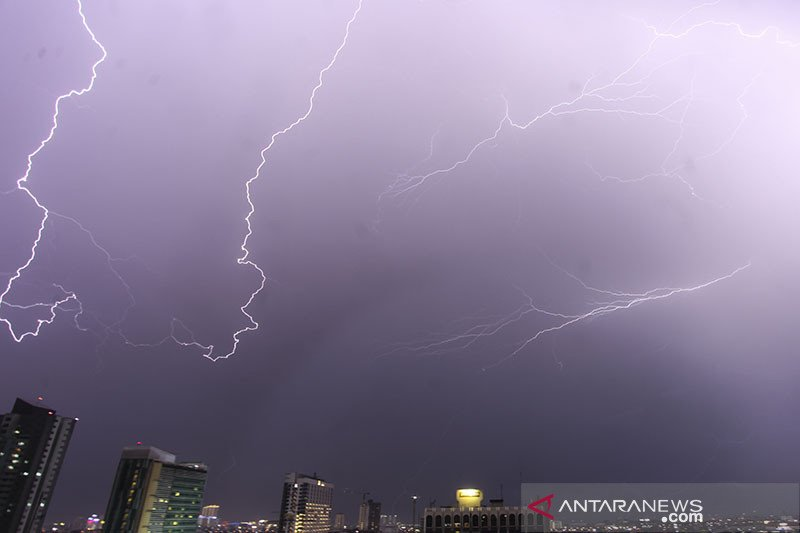 BMKG prakirakan hujan lebat sejumlah wilayah Indonesia