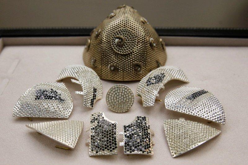 Masker COVID-19 termahal, dihiasi ribuan berlian