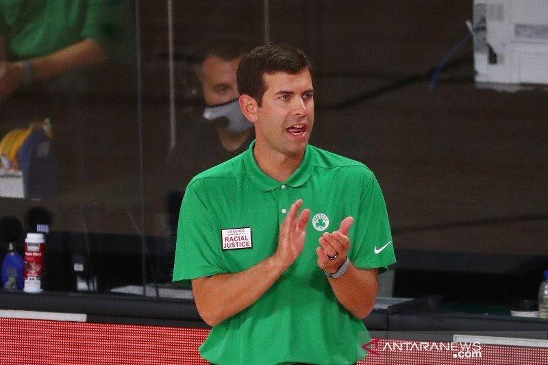 Dianggap berprestasi, Celtics perpanjang kontrak pelatih kepala Brad Stevens