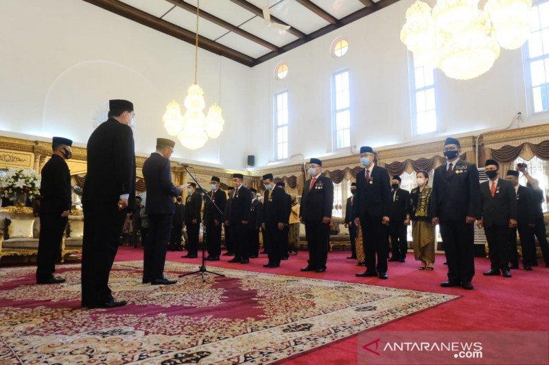 Gubernur Sulsel sematkan Satya Lencana kepada 21 ASN