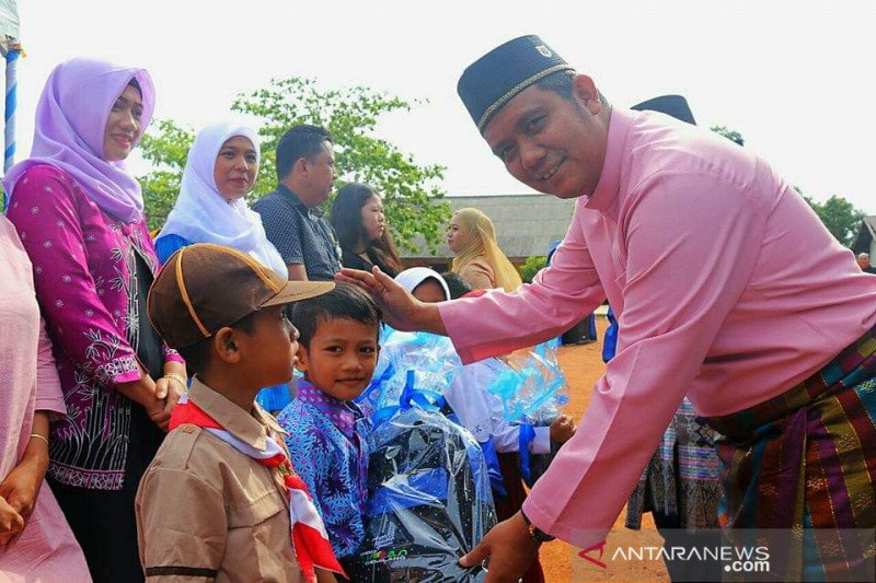 Pelajar di Bintan dari TK sampai SMP dapat  seragam gratis