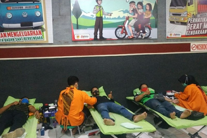 HUT Ke-75 RI, komunitas ojol Banyumas donor darah