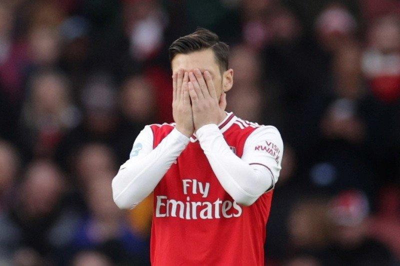 Demi singkirkan Ozil, Arsenal akan bayar uang sisa kontrak yang tersisa setahun lagi