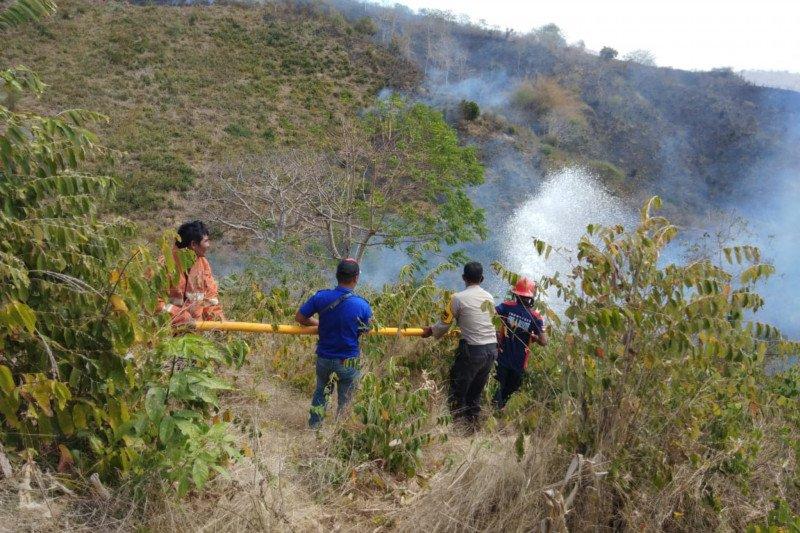 Lahan di Gunung Bako Lombok Tengah terbakar