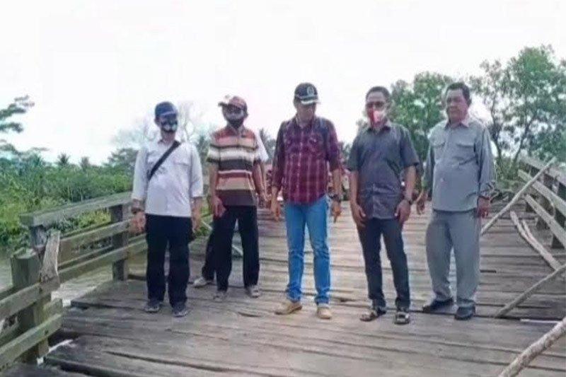 Kondisi Jembatan penghubung desa memprihatinkan, warga berharap diperbaiki
