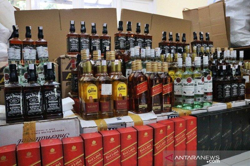 Bea Cukai Surakarta ungkap peredaran miras ilegal dijual daring