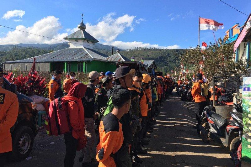 Sambut HUT Kemerdekaan RI, Basarnas Makassar Siaga Merah Putih di Gunung Bawakaraeng