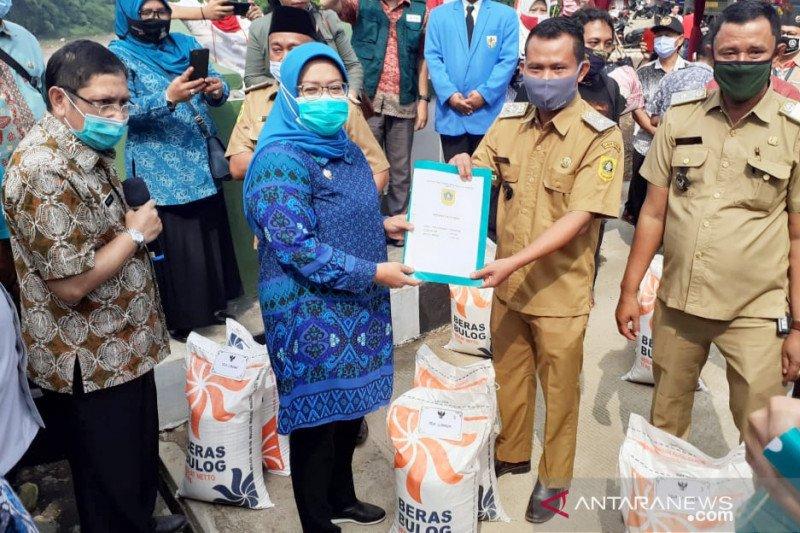 Pemkab Bogor distribusikan bansos beras tahap dua untuk tujuh kecamatan