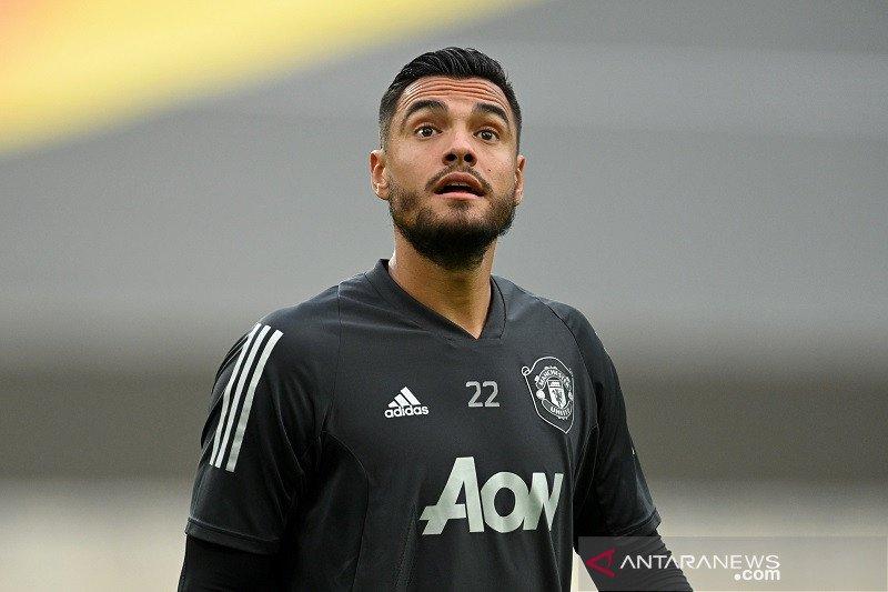 Manchester United sedang carikan klub baru untuk kiper Sergio Romero