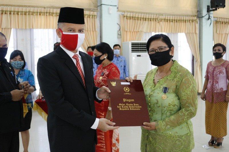 Puluhan PNS Pemkab Gumas terima Satyalancana Karya Satya