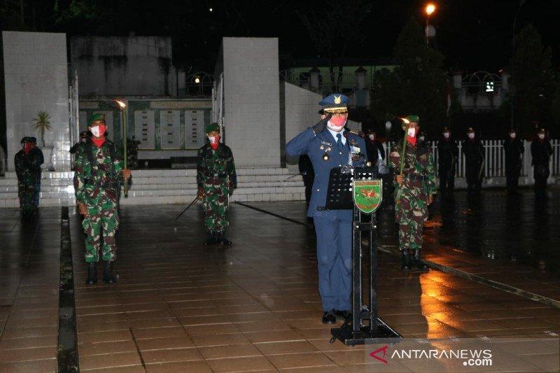 Danlanud Silas Papare pimpin apel kehormatan renungan suci di TMP Waena