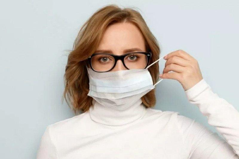 Cuci muka dengan sabun setiap ganti  masker demi hindari jerawat