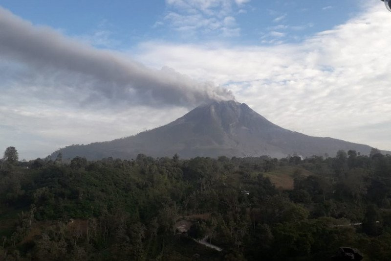Gunung Sinabung kembali erupsi dan semburkan debu 1.000 meter