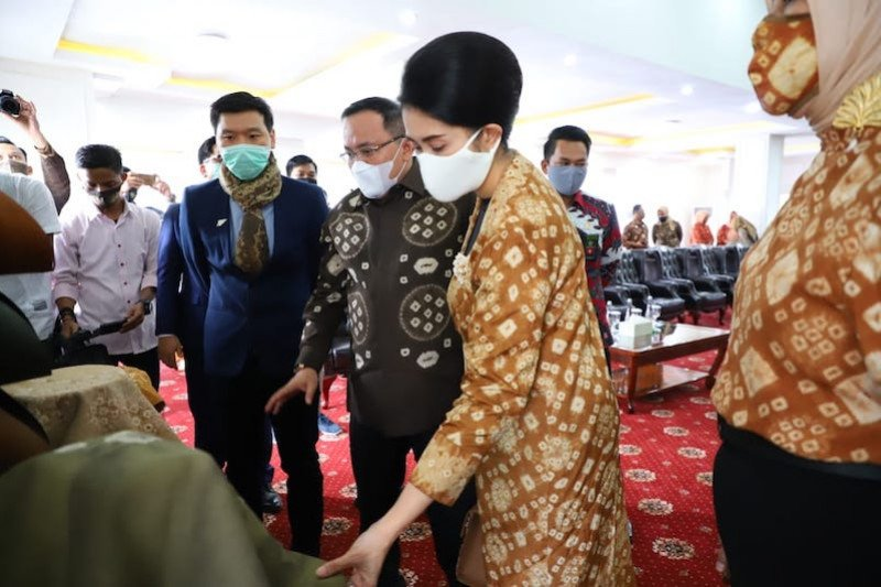 "Kain khas Kabupaten Musi Banyuasin ""Gambo Muba"" rambah  pasar furniture"