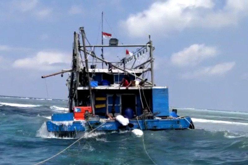 Kapal alami kerusakan mesin di laut, 10 ABK ditemukan selamat