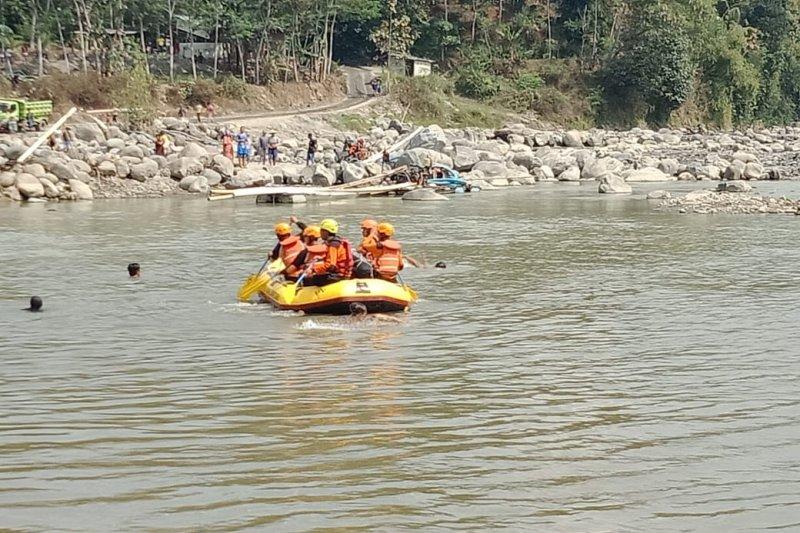 Tim SAR temukan korban tenggelam di Sungai Serayu meninggal