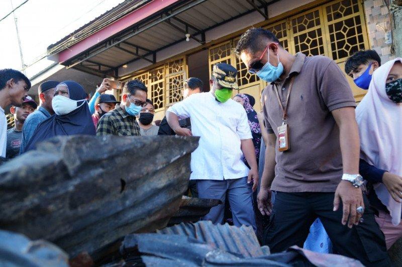 Wagub Sulsel serahkan bantuan untuk korban kebakaran di kota Makassar