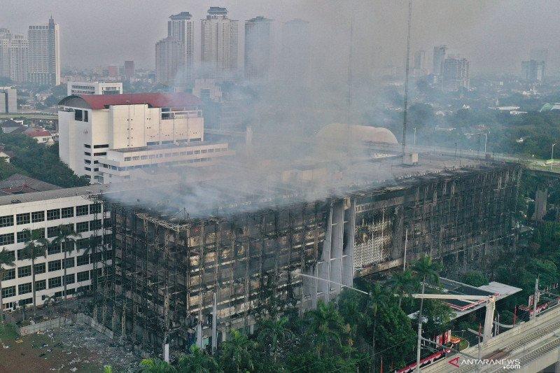 Gedung Kejagung yang terbakar masih dalam tahap pendinginan