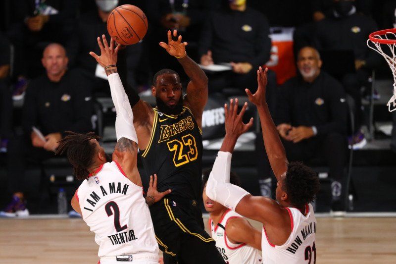 """NBA, Lakers kalahkan Blazers di """"Hari Kobe Bryant"""" untuk memimpin  3-1"""