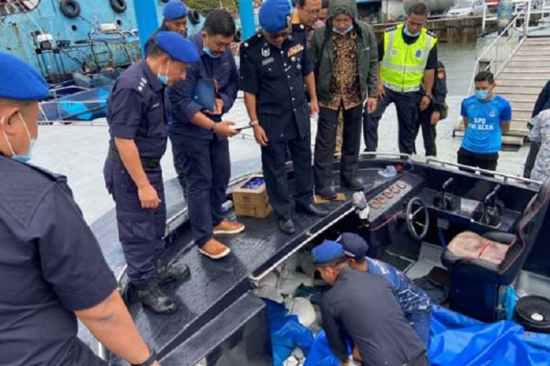Penyelundup pasir timah ditangkap aparat Malaysia