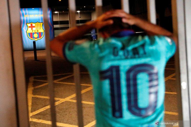 Messi hendak hengkang, suporter Barca protes