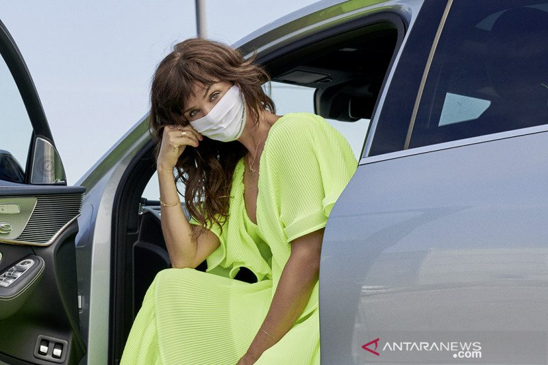 Mercedes Benz gandeng supermodel untuk kenalkan masker