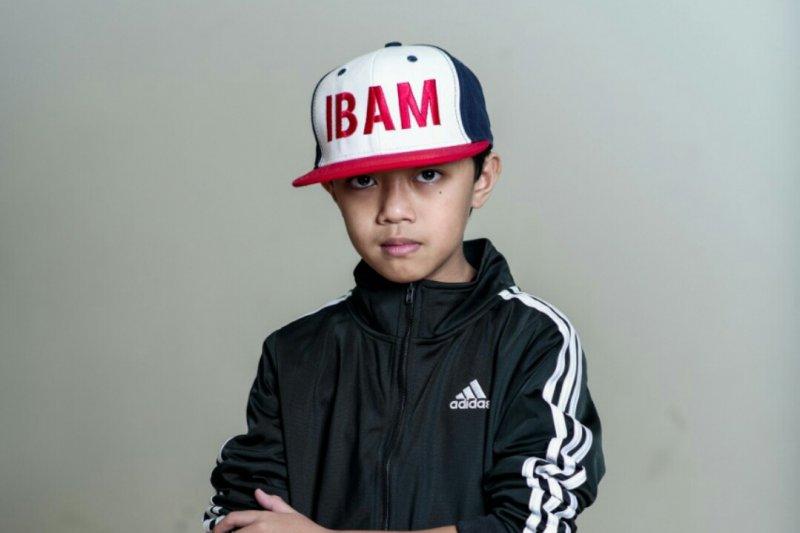 """Ibam menghadirkan sisi lain New York dalam video musik """"Alone"""""""