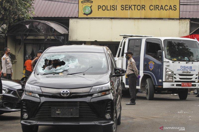 Prada Ilham dipecat dan dihukum satu tahun penjara atas perusakan Polsek Ciracas