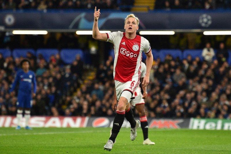 Van Dijk dukung Donny van de Beek pindah ke Manchester United