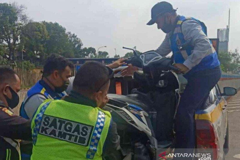Jasa Marga amankan pemotor nekat masuk jalur Tol Japek
