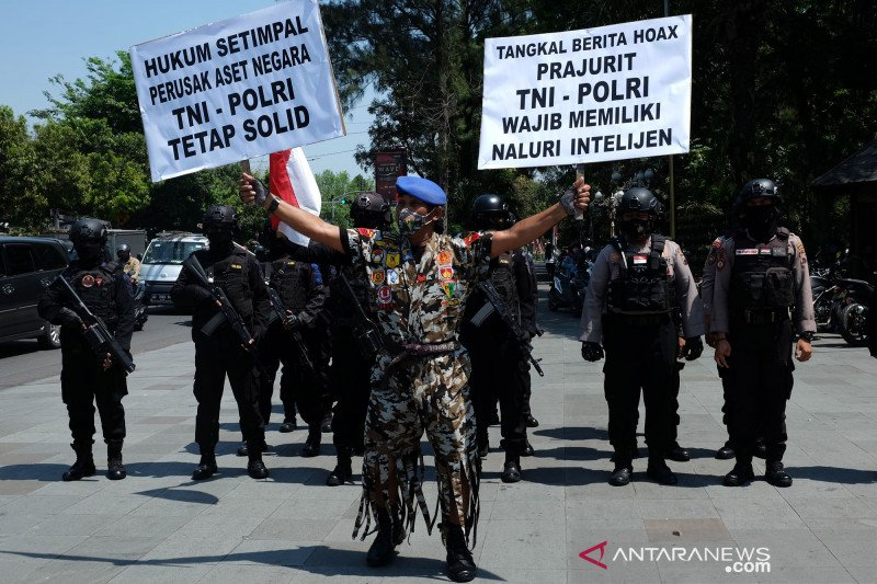 TNI AD talangi sekitar Rp596 juta untuk ganti rugi kerusakan Mapolsek Ciracas