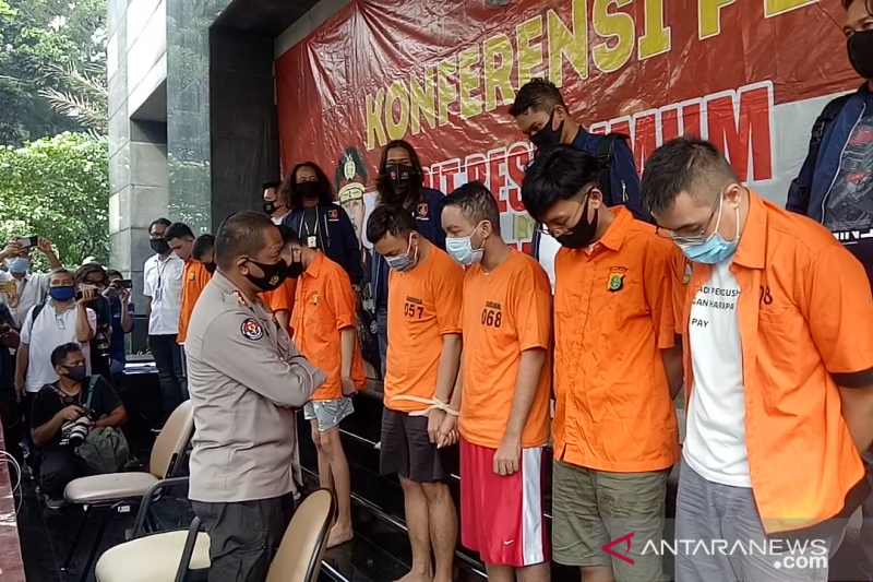 Satu tersangka pesta homo di Jakarta positif HIV