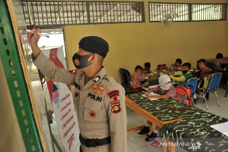 Brimob Sumsel bantu anak sekolah daring
