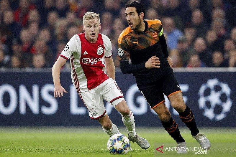 Manchester United  boyong Van de Beek dari Ajax