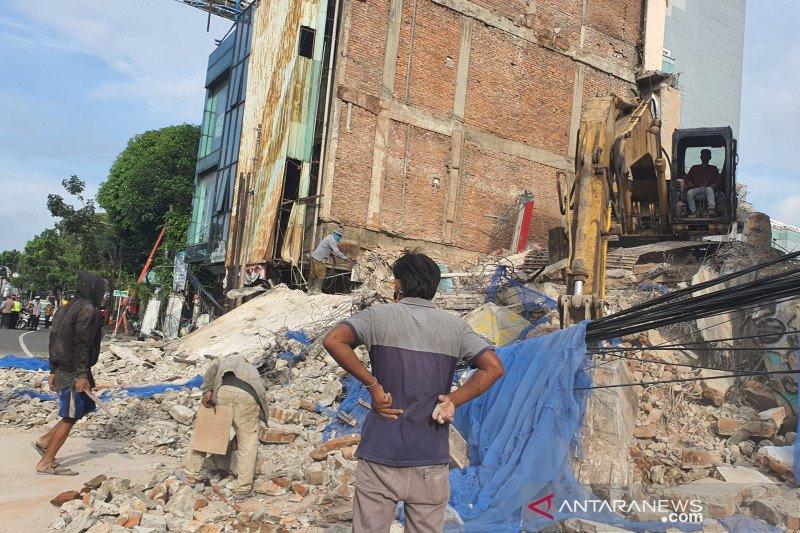 Kemarin, gedung ambruk sampai artis ditangkap terkait narkoba