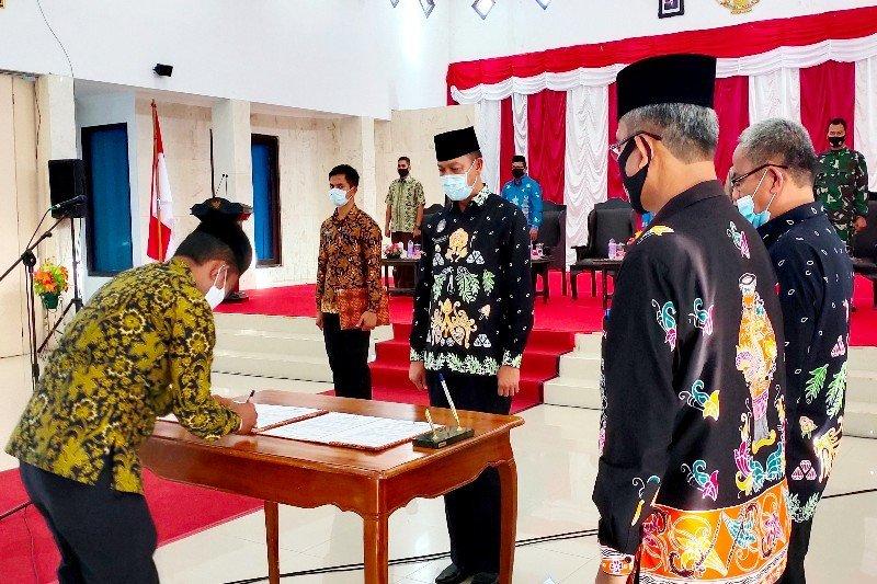 64 pejabat di Sukamara dilantik dan dikukuhkan