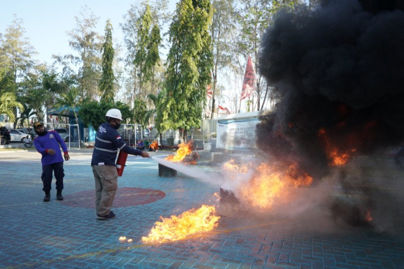 PLN-Damkar Kupang gelar pelatihan tanggap darurat kebakaran