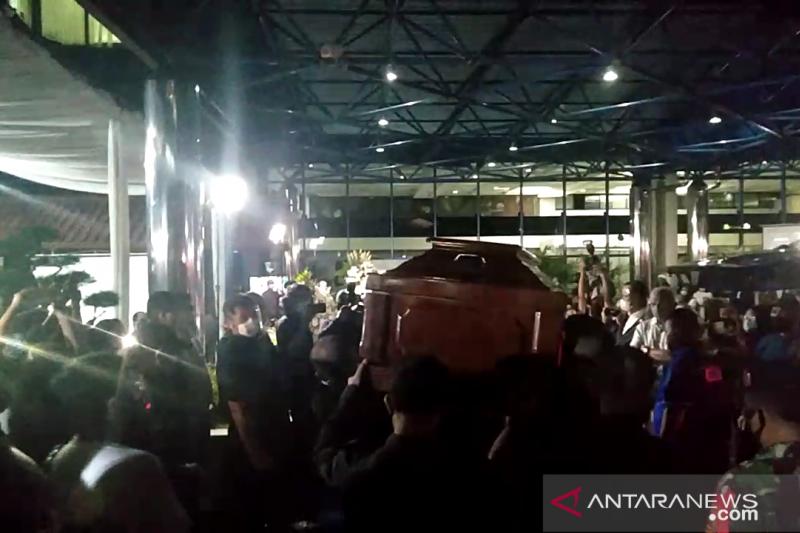 Jenazah Jakob Oetama tiba di gedung Kompas Gramedia Jakarta